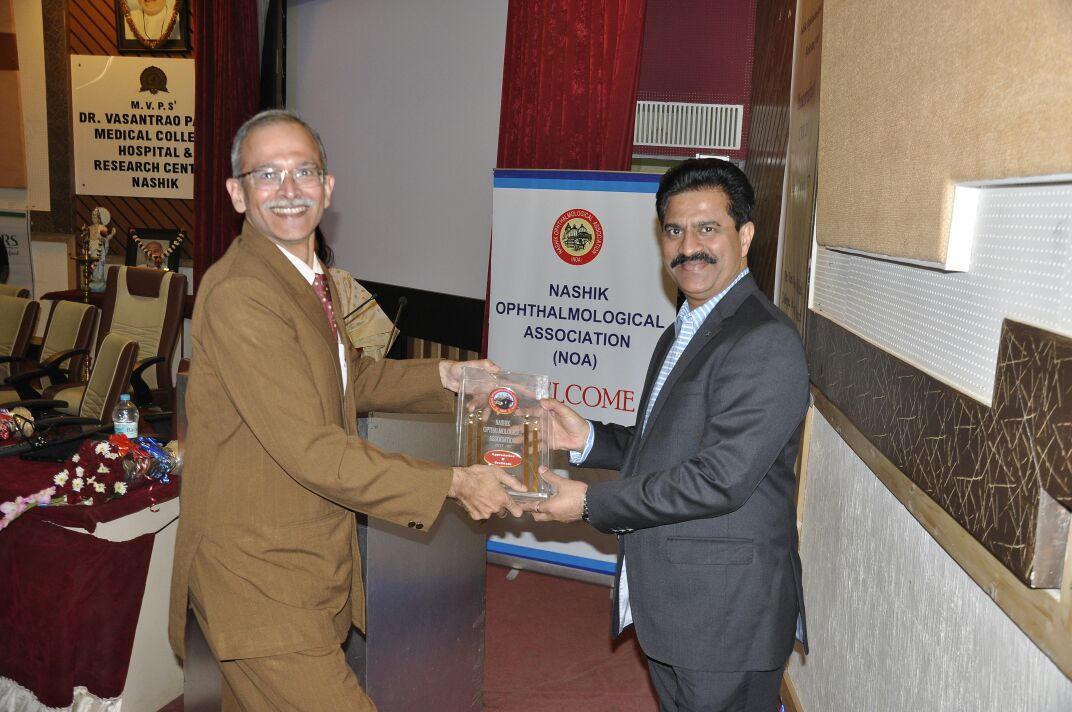 Dr Jeevan Ladi honored by Nashik Ophthalmic Society